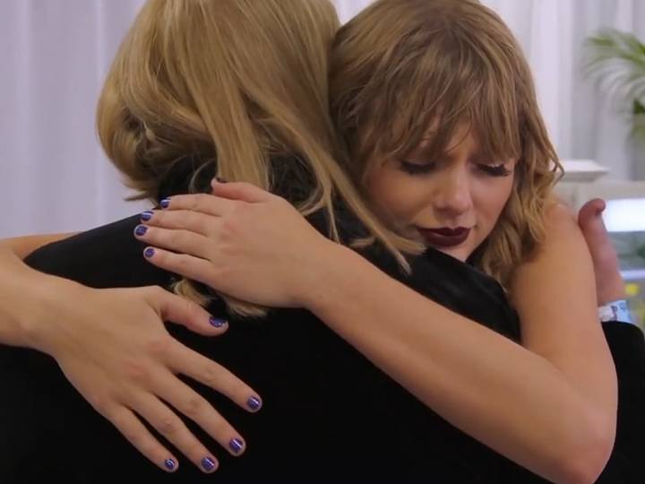 Taylor Swift Reveals Mom Andrea Swift Has A Brain Tumor Wink Report