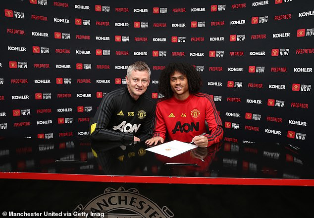 Tahith Chong inks new Manchester United deal rejects Serie A interest